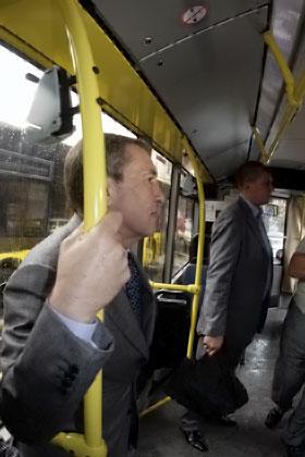 Черновецкий поднял цены на транспорт, но комфортабельней он не стал