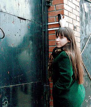 Главный враг секты - Вика Минаева из новосибирской «Комсомолки» - давно и бессмысленно бьется в закрытую дверь.