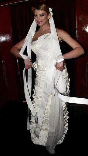 В Милане в этом платье дефилировала Виталина Ющенко, а в Киеве - Марыся Горобец.