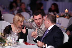 Елена Франчук, Виталий Кличко и Виктор Пинчук были довольны происходящим.