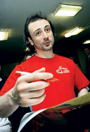 Илья Авербух: - Вот выполню план по строчкам - и сразу на каток!
