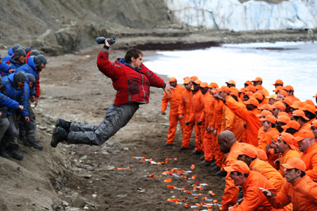 Кульминационный момент фильма. Сипа наносит первый удар главарю новоприбывших заключенных.