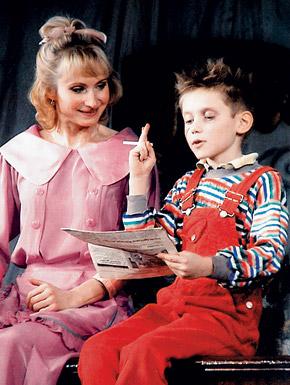 Семейный дуэт: сын Саша играл в нескольких спектаклях вместе с мамой. Сейчас ему 16, и он готовится к поступлению в Высшую школу экономики.