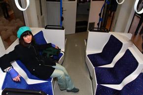 Салоны смахивают на уютные комнаты отдыха. Правда, вопрос: долго ли они смогут сохранять привлекательный вид с нашими давками в общественном транспорте?