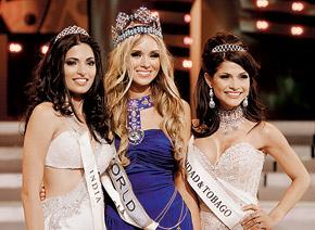 Блондинка снова правит миром. Сибирская красавица Ксюша Сухинова (на фото в центре) опередила темноволосых конкуренток из Индии и Тринидада и Тобаго.