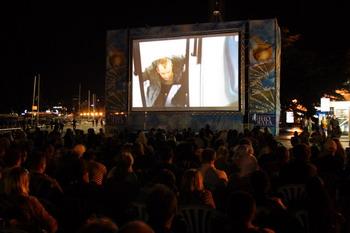 Фильмы бесплатно показывали у самого Черного моря (набережная Ялты)