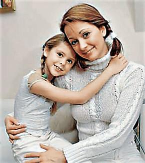 Дочка Таня очень скучает по маме.