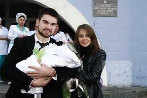 Василий счастлив, когда его «любимые девочки» рядом.