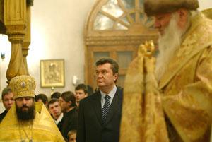 Виктор Янукович и пост держит, и в церковь ходит.
