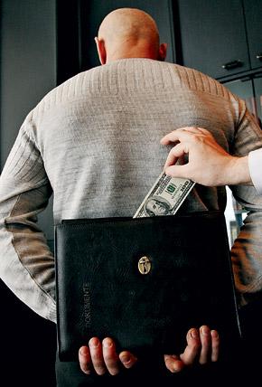 Я уверен, теневые доходы в таможне превышают доходы чиновников в других силовых ведомствах.