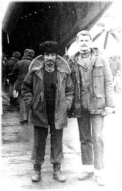 В Афгане автор «Кукушки» (на фото справа) служил два года. Награжден медалью «За боевые заслуги».