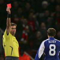 «Арсенал» - «Динамо». Судья выгоняет Алиева (№8) с поля.