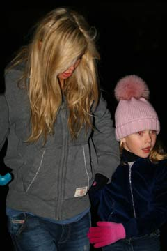 Дочь Брежневой пришла с мамой посмотреть шоу.