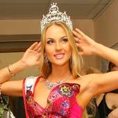Блондинка Камалия стала самой красивой женой в мире.