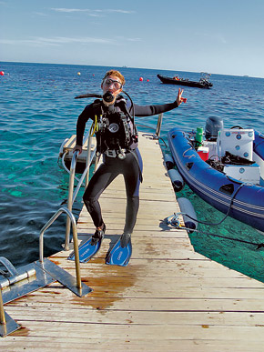 Анна Седокова большую часть отпуска пробудет под водой, занимаясь дайвингом. Так что в таком наряде папарацци ей не страшны: или не узнают, или не найдут.