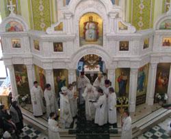 Митрополит провел в храме на Оболони два часа.