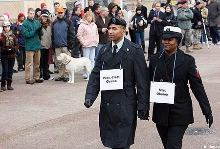 Обаму в церемонии заменили двое военных разведчиков