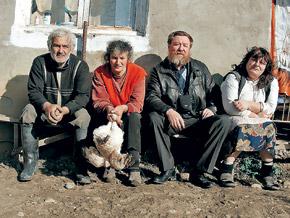 Грузинские крестьяне в Южной Осетии охотно запечатлелись с нашим странником.