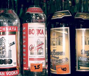 Такие цены на спиртное нашим алкоголикам и не снятся.