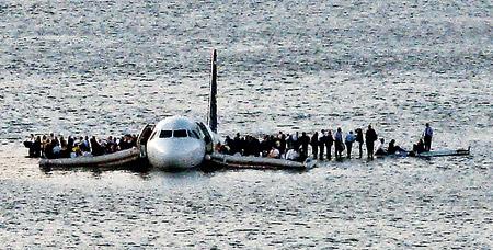 Десятки пассажиров получили переохлаждение - температура воды в Гудзоне была всего 6 градусов. Но главное - все живы!