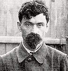 Один из руководителей «расстрельной команды», чекист Яков Юровский, умер в 1938 году от язвы желудка.