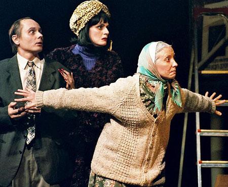 - Сцена из спектакля театра «Верим!» «Бесприданник».