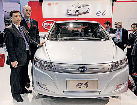 BYD e6. Этот китайский электромобиль, по словам разработчиков, имеет запас хода в 400 км! А полная зарядка батареи займет не более часа. Видимо, в Поднебесной изобрели какой-то новый чудо-аккумулятор...