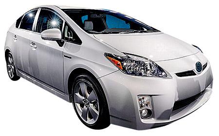 Toyota Prius. Это уже третье по счету поколение самого известного автомобиля с гибридной силовой установкой. Кроме изменений в дизайне, Prius получил двигатель увеличенного объема, также подверглась доработке электрика. Расход топлива в смешанном цикле в