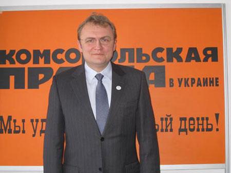 Андрей Садовый пообещал дозвонившимся львовянам, по возможности, решить их проблемы.