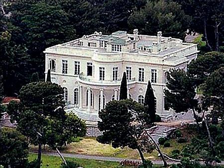 Ну какой же олигарх без замка? На фото - замок Шато-де-ла-Кро, который Роман Абрамович приобрел за 15 млн. фунтов стерлингов. Кстати, олигарх Миша, с которым познакомилась Ярослава, планировал купить имение неподалеку.