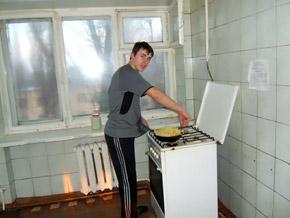 Ребята в основном питаются продуктами, которые присылают из дому.