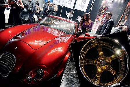 Колеса, украшенные 5-каратниками стоимостью по нескольку десятков тысяч евро, и автомобиль, усыпанный стразами Сваровски, - типичные примеры роскоши во имя роскоши.