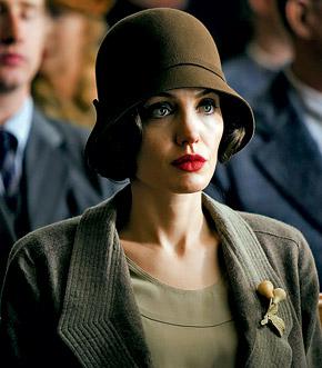 По признанию Анджелины Джоли, она сыграла в «Подмене» собственную мать.