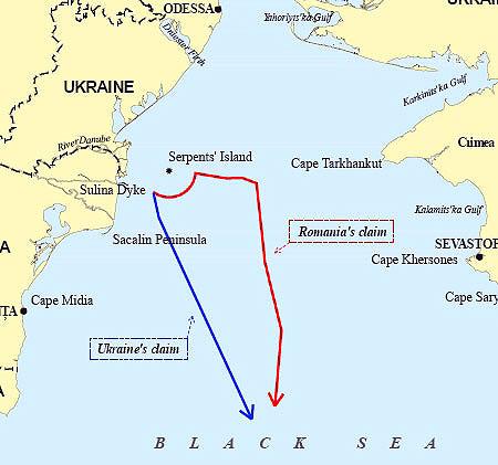 Линии морской границы, как того требовали Украина (синяя линия) и Румыния (красная)