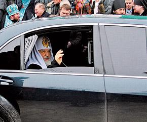 Кирилл почти четверть века возглавлял Смоленскую епархию. Неудивительно, что первый визит в качестве Патриарха пришелся на родные места.