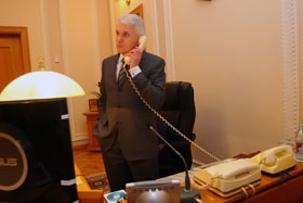 Во время интервью раздался телефонный звонок от премьер-министра Юлии Тимошенко.