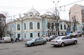 В этом здании состоялась первая выставка Ивана Марчука.