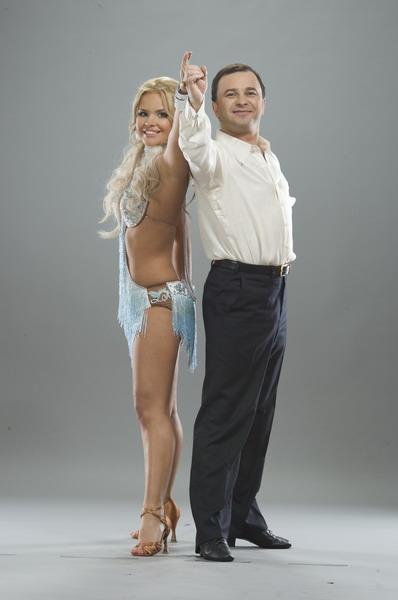 Виктор Павлик (певец) Партнерша: Лиза Дружинина (партнерша Олега Скрипки в «Танцах со звездами»).