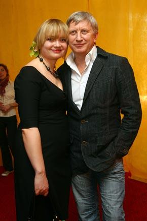С женой Ларисой. Владимир старше своей супруги на 15 лет.