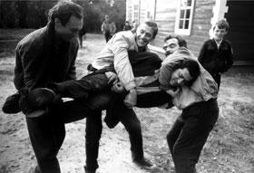 1986 г. В перерывах между дублями фильма «Храни меня, мой талисман»: Янковский, Абдулов и Адабашьян носят Балояна на руках.
