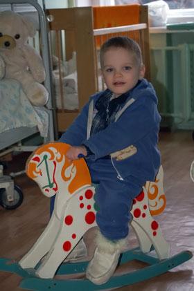 За месяц, проведенный в больнице, мальчик поправился на 8 кг.