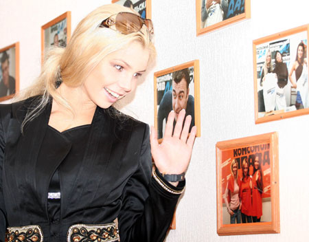 - Ой, это я! - воскликнула Кристина, увидев фото «ВИА Гры» образца 2006 года.