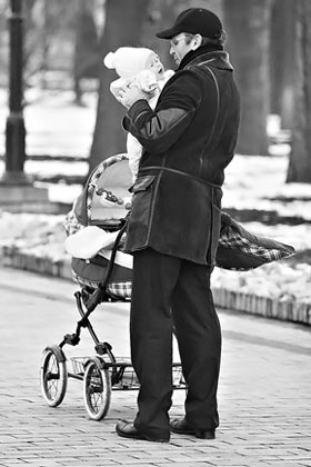 - Папа! А можно мне коляску побольше?
