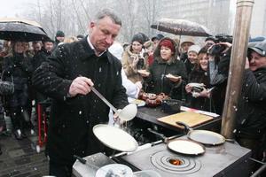 У плиты Иван Куличенко управлялся со знанием дела