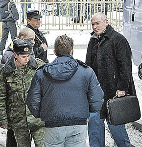 ...a вот Ходорковский заметно поправился.
