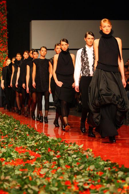 Свой модный путь Ольга Громова устлала тысячами роз.