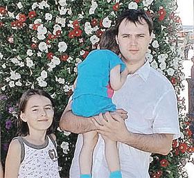 Когда Александр узнал, что у него есть папа, он уже сам был отцом немаленького семейства (на фото со своими детьми).