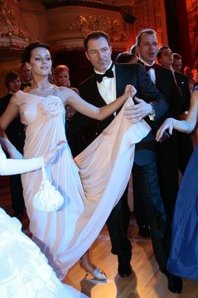 Спонсоры бала подарили лучшему танцору Рудьковскому бесплатный авиаперелет.