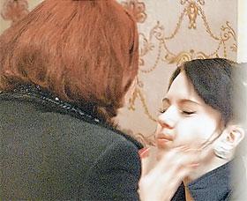 Татьяна Лютаева так хлестала Юлю Ковалевскую по щекам, что у девушки слетела с уха сережка.