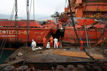 Так выглядел «Нефтегаз-67» после столкновения с китайским сухогрузом.